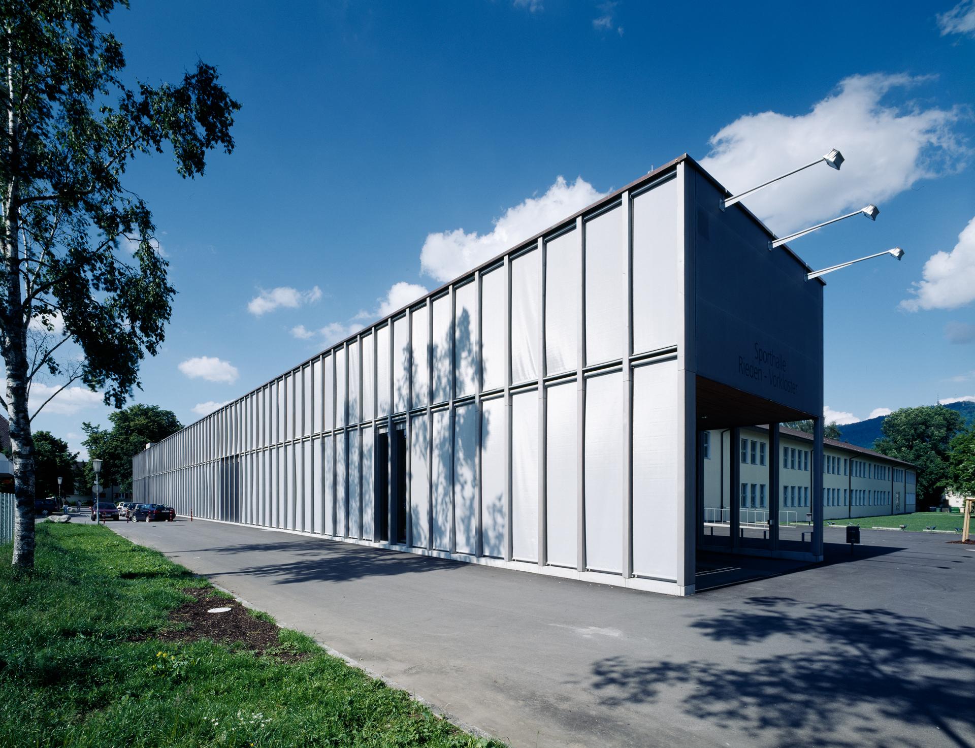 4000_Sporthalle-Rieden-Vorkloster_FOTO_Sporthalle_Rieden_24_ex_Aussen-Beschattung-geschlossen_Bruno-Klomfar