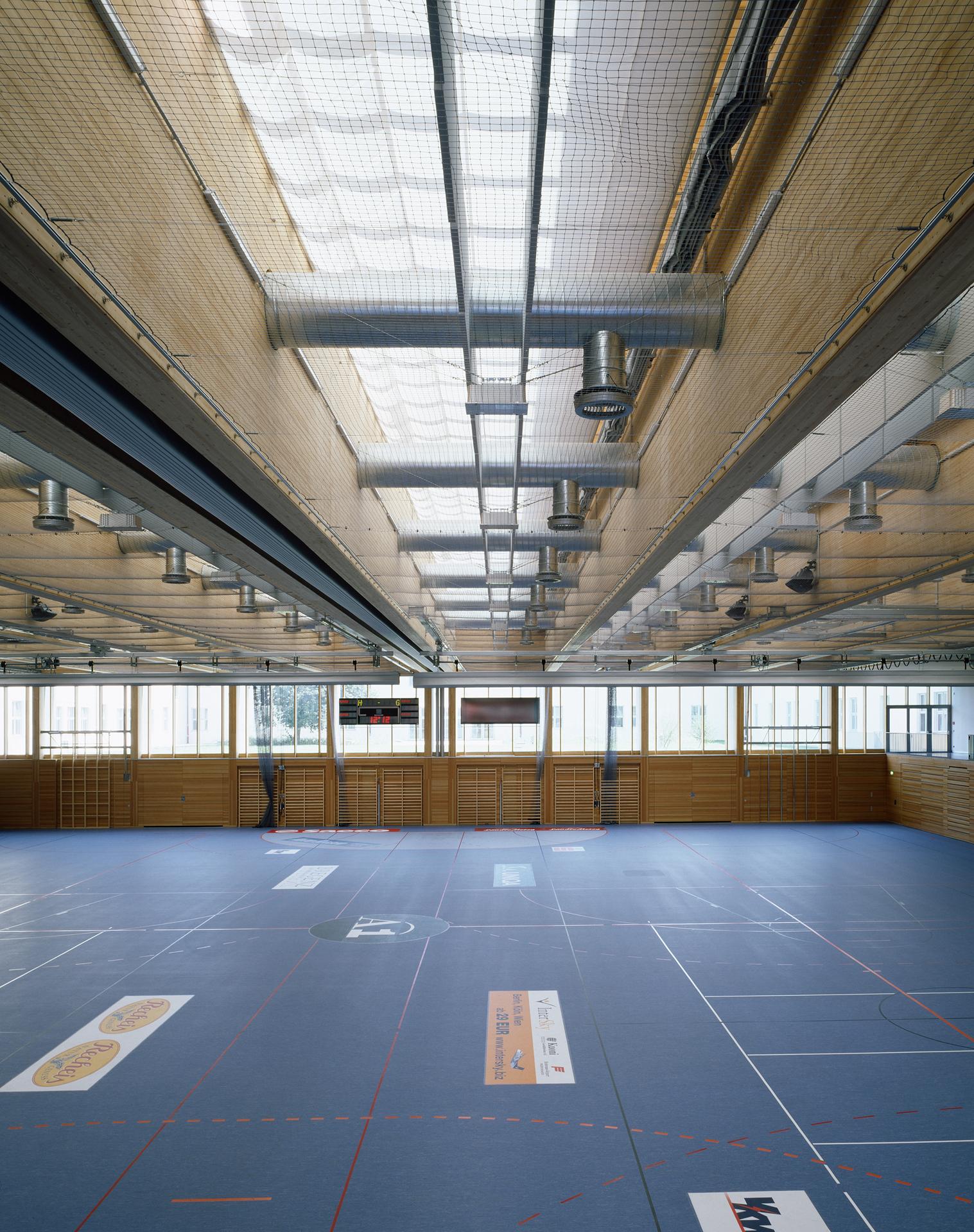 4000_Sporthalle-Rieden-Vorkloster_FOTO_Sporthalle_Rieden_32_ex_Halle-Beschattung-offen_Bruno-Klomfar